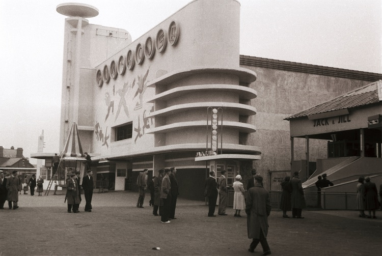 Fun-House-at-Blackpool-Pleasure-Beach-1935.-Joseph-Emberton-Archive-University-of-Brighton-Design-Archives-hi-res